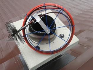 a0af01029ac50 (8) Na čistenie a kontrolu dymovodu, ktorým sa spaliny odvádzajú priamo do  ovzdušia, platia odseky 1 až 6 primerane